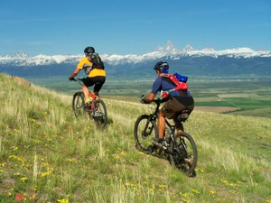 1Mtn Bikers with Tetons in Back